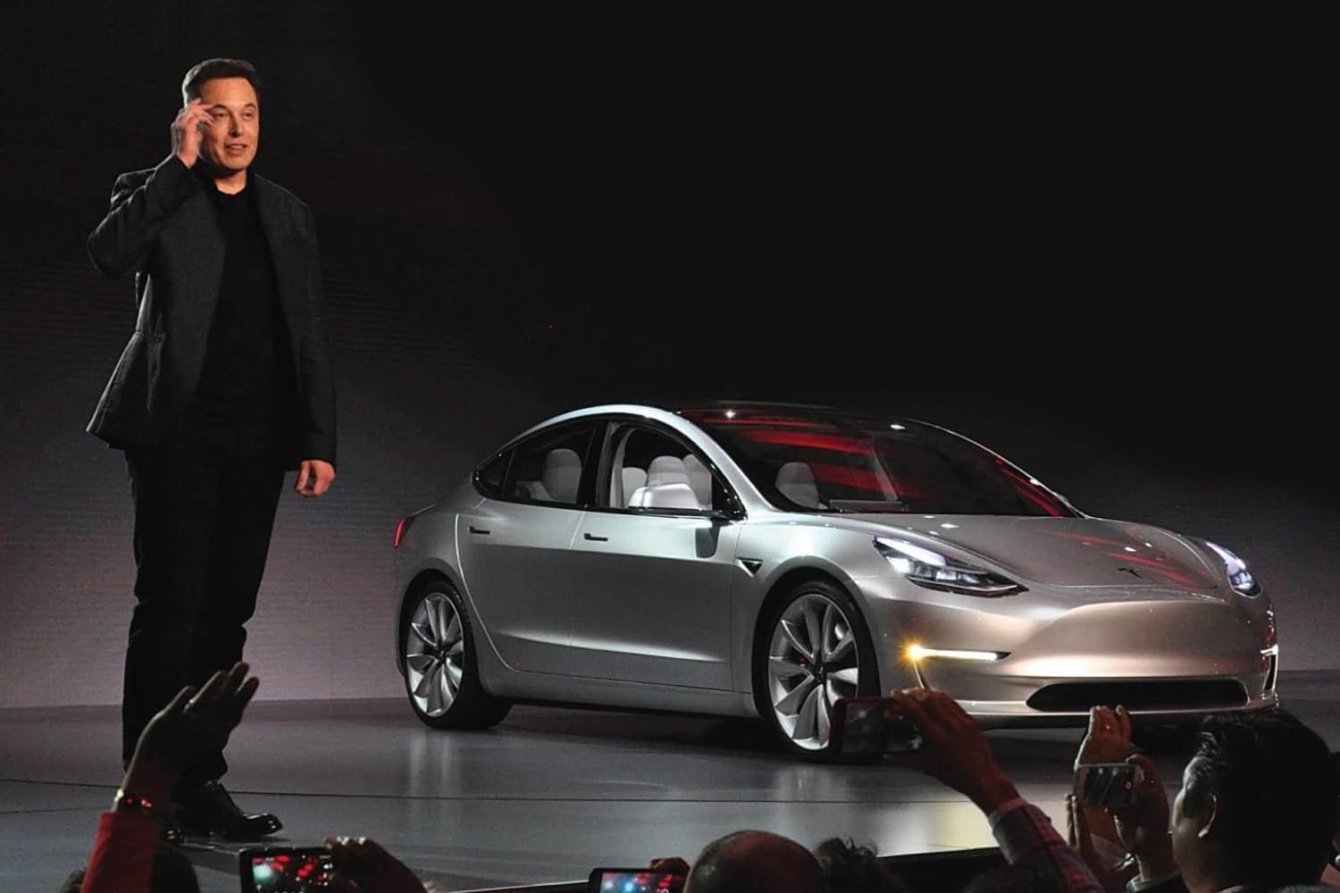 Tesla, from Elon Musk, now accepts bitcoins when paying for cars